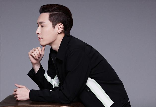 张艺兴成为Valentino品牌大中华区男装代言人