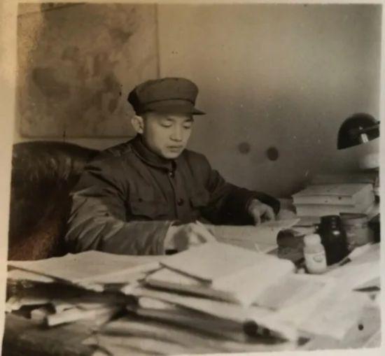 人民日报高级编辑蒋元明我编杂文三十年上